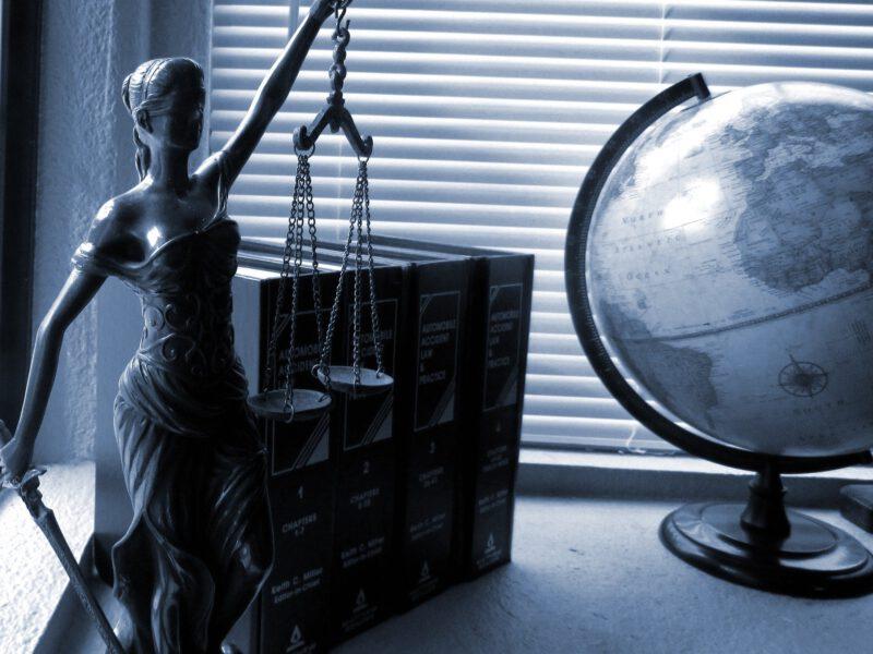 Lampy do gabinetu – jakie wybrać i na co zwracać uwagę?