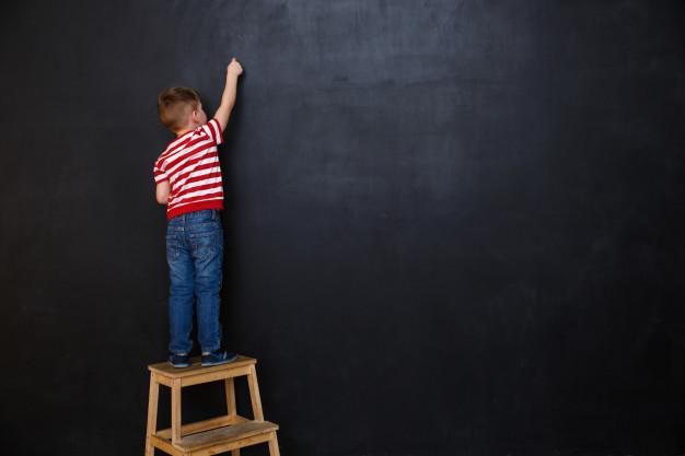 Czy tablica może pomóc dziecku w nauce pisania?